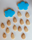 Galletas con formas de nubes y lluvia